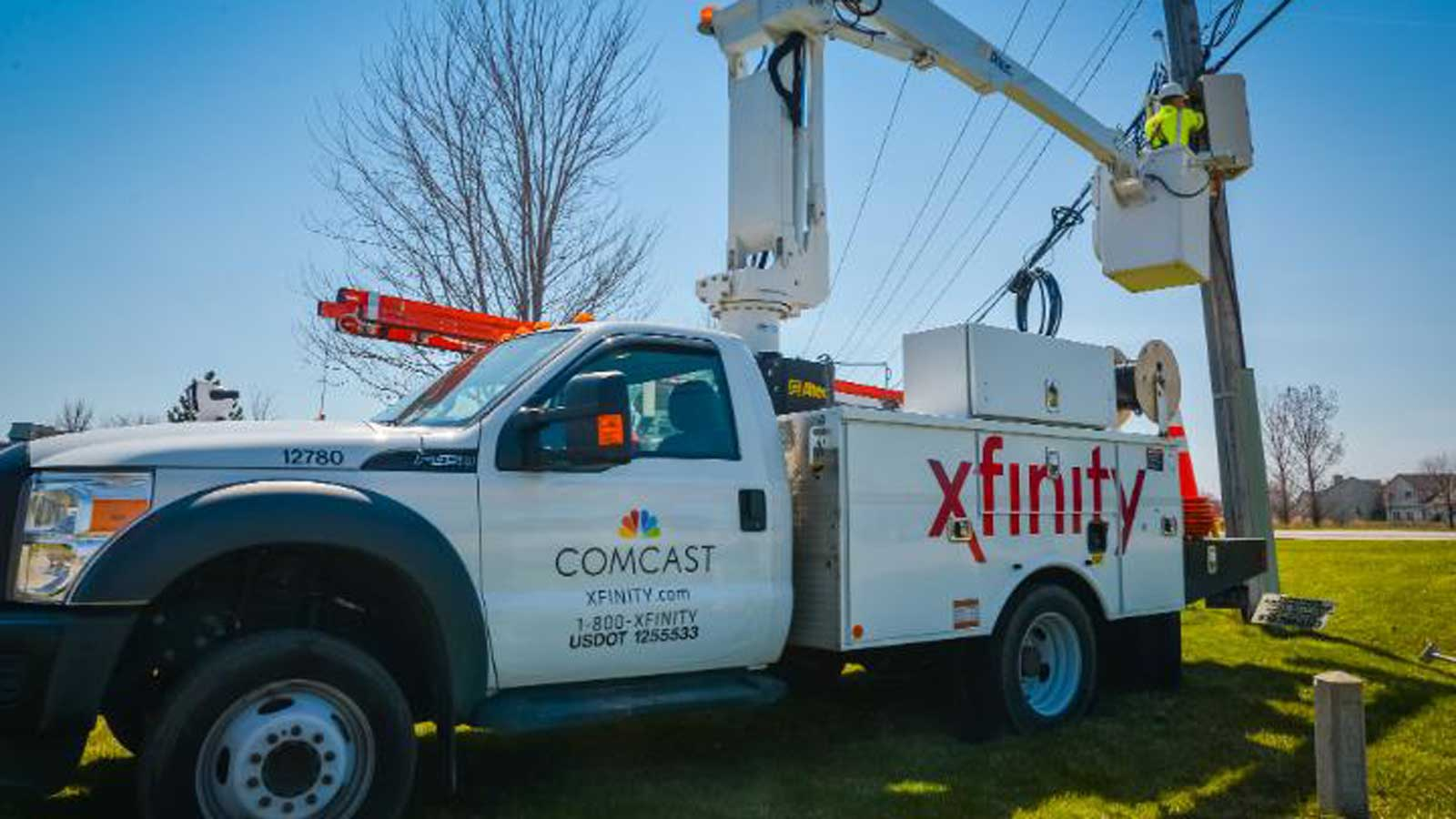 Comcast tech on truck at wires