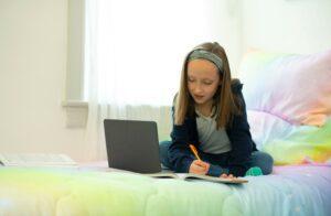 El programa de Comcast Internet Essentials se une a Texas Education Agency para conectar a los estudiantes y familias de Texas con acceso a internet en sus hogares