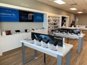 Comcast Opens New Twin Cities Xfinity Store in West St. Paul